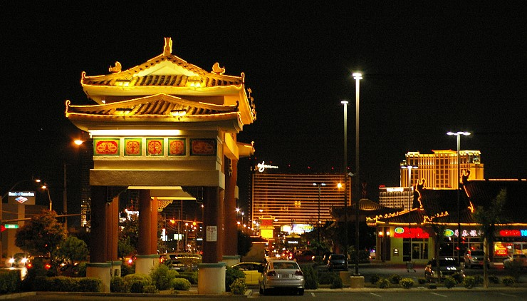 https://desdemialacena.files.wordpress.com/2011/01/chinatown-las-vegas.jpeg